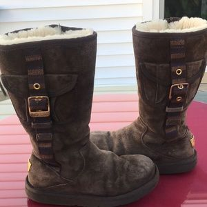 Ugg Australia rare brown suede boots with pockets